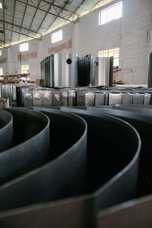 Laget i stål som er laserkuttet ut fra stålplater